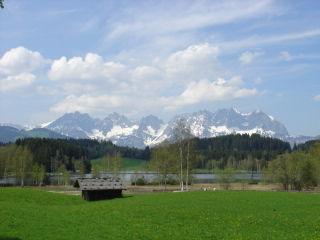 Kitzbühel ist ein Juwel mitten in den Tiroler Alpen, weltbekannt durch das Skrennen auf dem Hahnenkamm - die Streif-Abfahrt, durch die vielen berühmten Skifahrer, .... Ein wunderschöner Ort, der über das ganze Jahr vieles bieten kann. Hier ein Zuhause, eine privates Residenz - das ist kein Traum, der unerfüllt bleibt. Für jedes Budget kann man in Kitzbühel und Umgebung etwas finden, - eine kleine Garconniere, eine Eigentumswohnung, ein Haus, ein Grundstück... in Kitzbühel, Reith, Jochberg, Aurach, Kirchberg, St.Johann ...  Michaela Schroll Immobilien steht Ihnen gerne bei der Suche nach Ihrer Traum-Immobilie zur Verfügung ! www.immobilien-kitzbuehel-schroll.com  Kitzbuehel Real Estate Austria